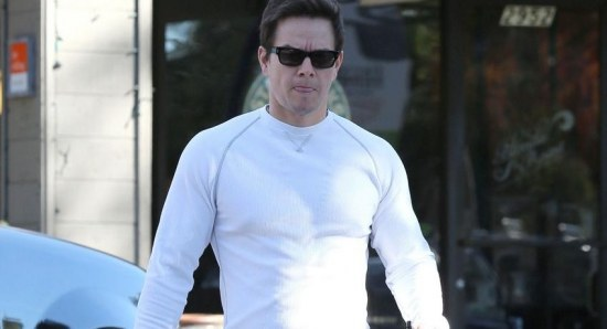 Mark Wahlberg plays the lead