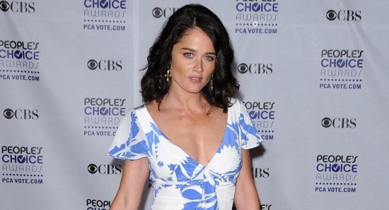 Robin Tunney 'rocking' white and blue dress