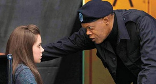 Samuel L Jackson keeps Hailee Steinfeld in line in the new Barely Lethal trailer