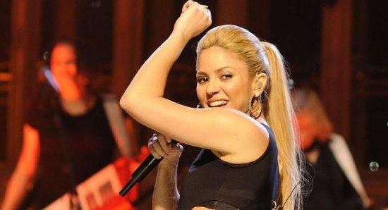 Shakira moving her hips and looking sexy