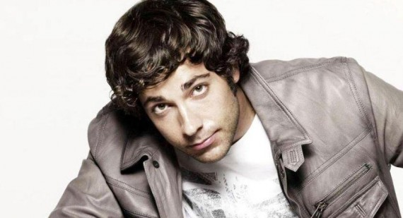 'Chuck' star Zachary Levi tells young aspiring actors to head for Broadway