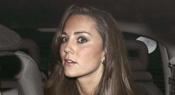 Palace furious at Kate Middleton pregnant bikini pictures going on sale