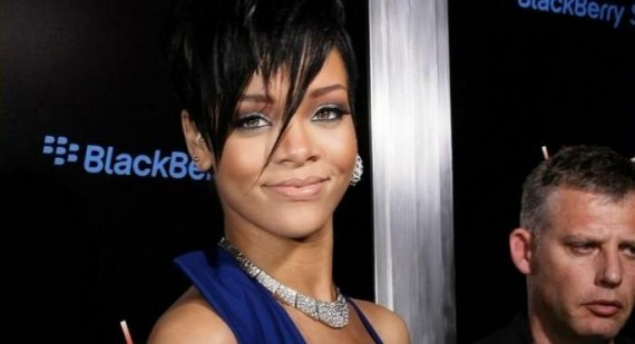 Rihanna cheats on Chris Brown with Dane Cook?