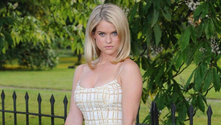 Alice Eve wedding dress style earns fashionista praise