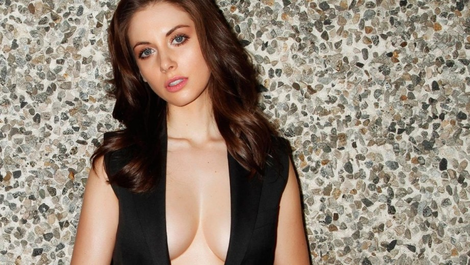 Alison Brie, Dakota Johnson and co. continuing to film new movie How to Be Single