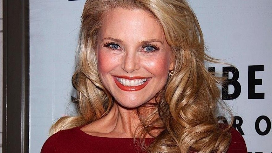 920_christie-brinkley-still-looking-grea
