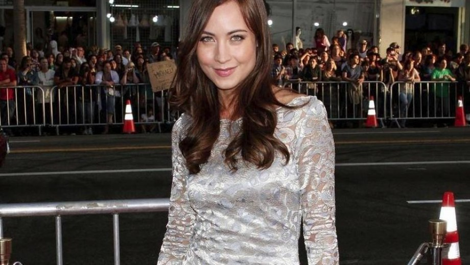 Courtney Ford: changes color to match her surroundings