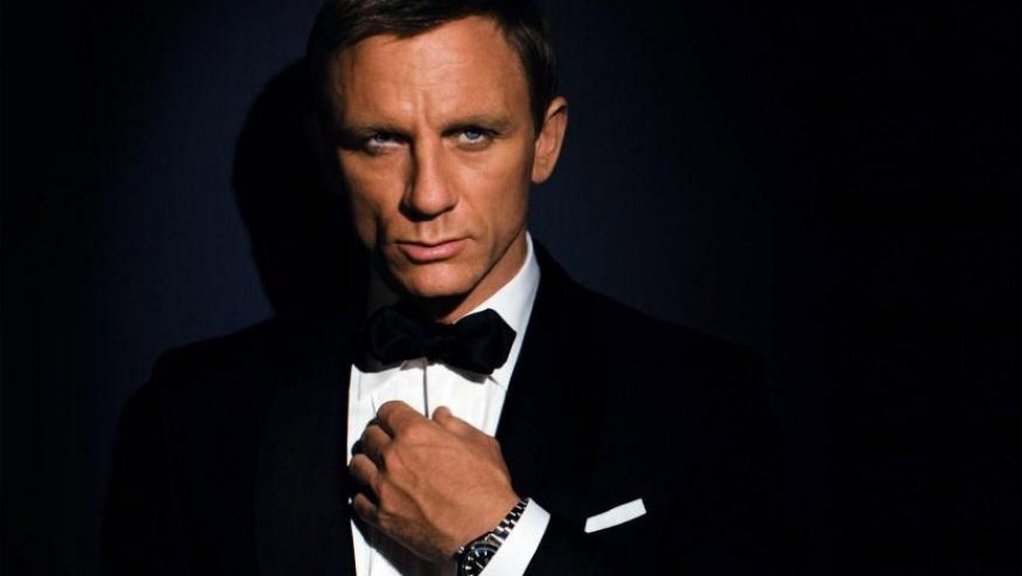 Daniel Craig's face at risk from Bond Villain wannabe Karen Gillan‏