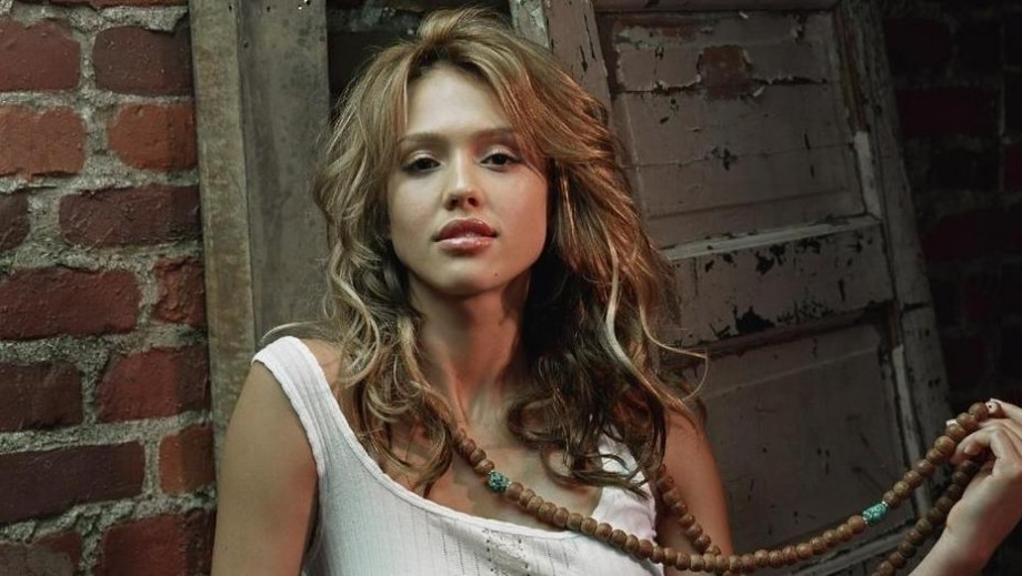 Is Jessica Alba's business image turning her into a 'safe' & boring actress?