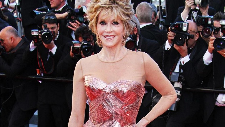 Jane Fonda says that she never felt pretty or confident growing up