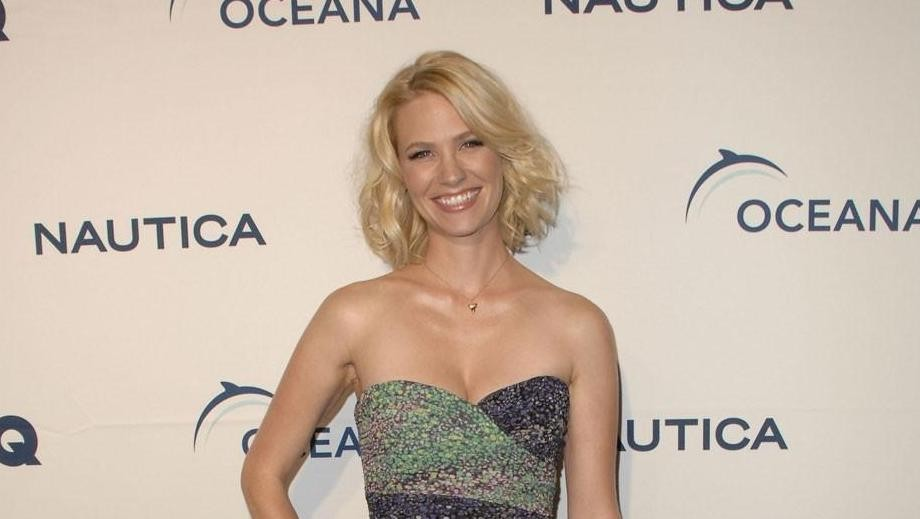 """January Jones shines in white outfit at """"Good Kill"""" Venice Film Festival"""