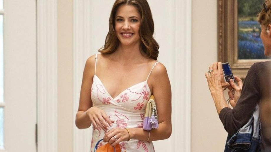 Julie Gonzalo: Three Shades of Pamela Barnes