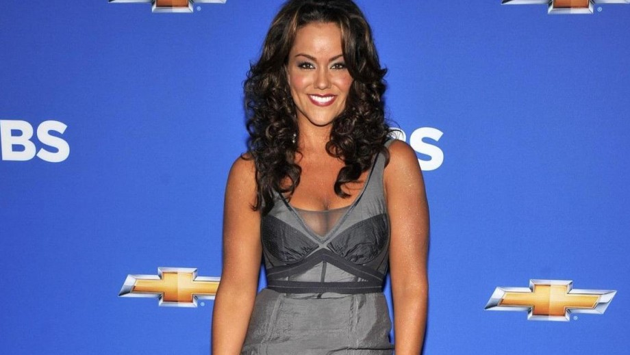 Katy Mixon talks working with Melissa McCarthy on Mike and Molly