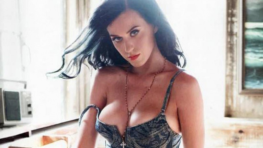 "Katy Perry involved in ""shark attack""?"