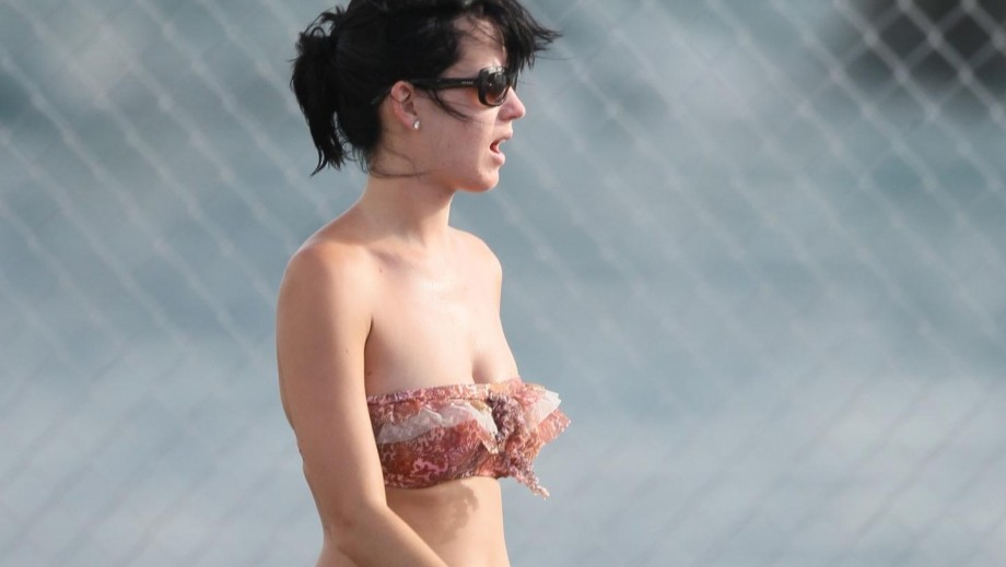 Katy Perry prefers to date famous men