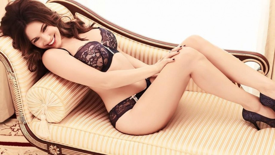 Kelly Brook experiences another acting failure with One Big Happy