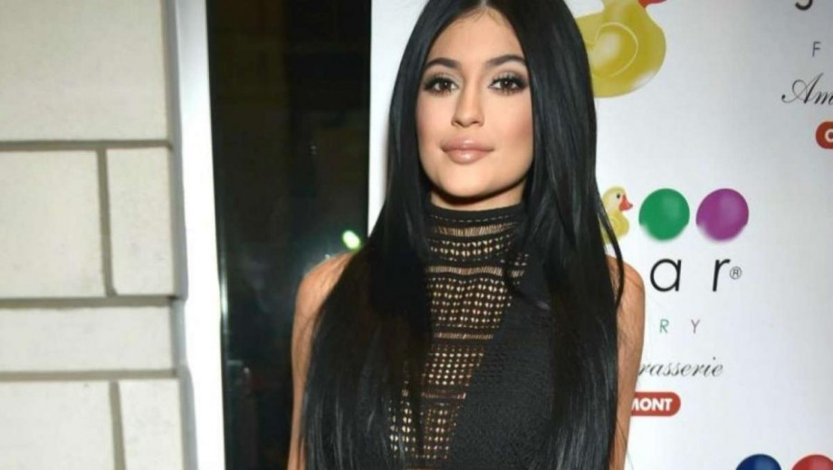 Kylie Jenner's lips get a thumbs up from Demi Lovato