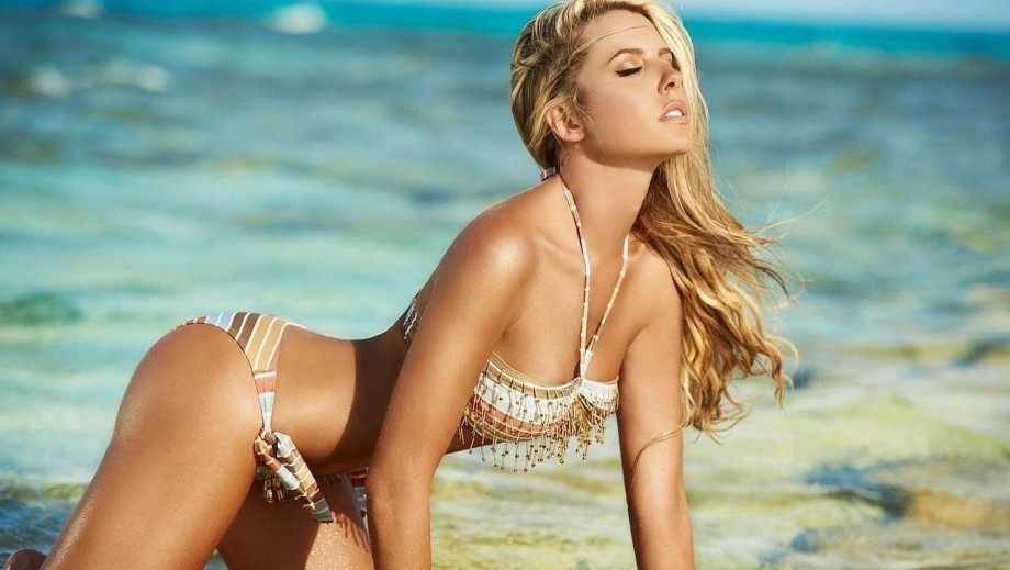 Lina Posada is the Colombian beauty with the Sports Illustrated Swimsuit Issue body