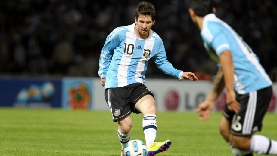 Lionel Messi proves he is the best player in the world at World Cup 2014