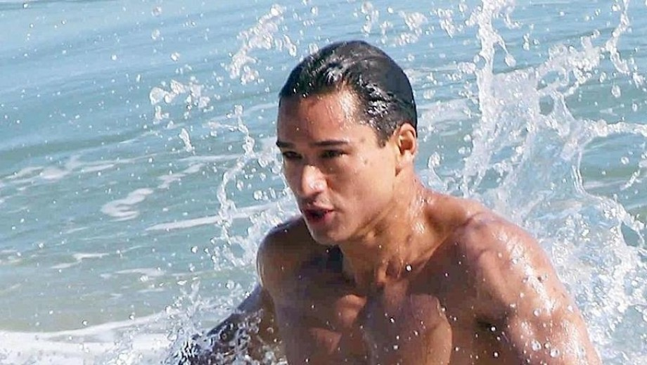 """Mario Lopez surprises fans during Unauthorized """"Saved By the Bell"""""""