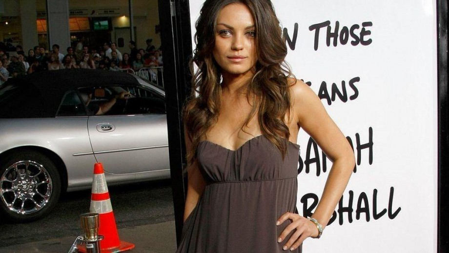 Mila Kunis hoping to give birth at home