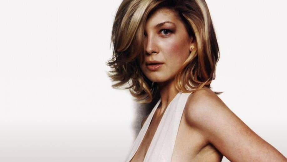 "Rosamund Pike set to fascinate fans with her ... voice in ""Thunderbirds are Go!"""