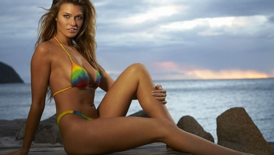 Samantha Hoopes heats up Instagram with seriously sexy pics