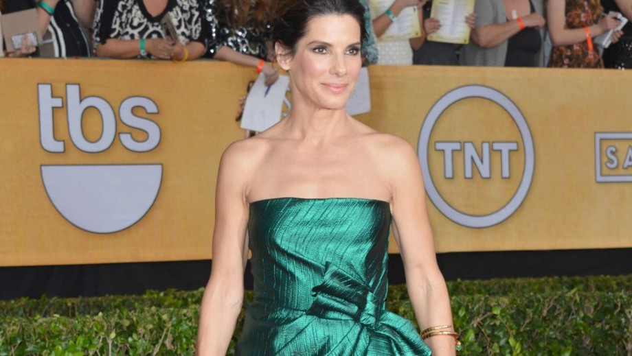 Sandra Bullock blames Jennifer Aniston for her bad language
