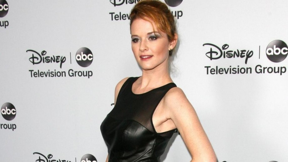 """Sarah Drew returns to stage with """"The Hound of the Baskervilles"""""""