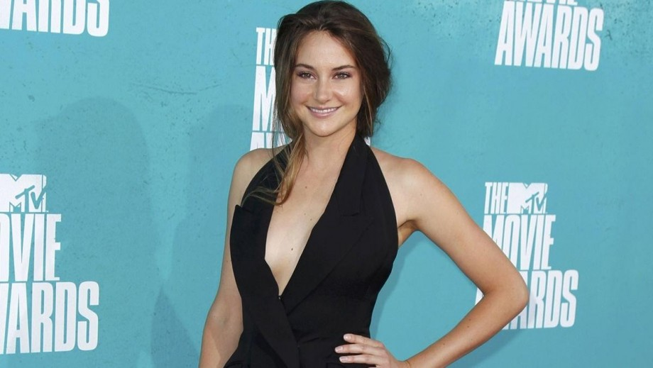 Shailene Woodley hot awards outfit gets mixed response