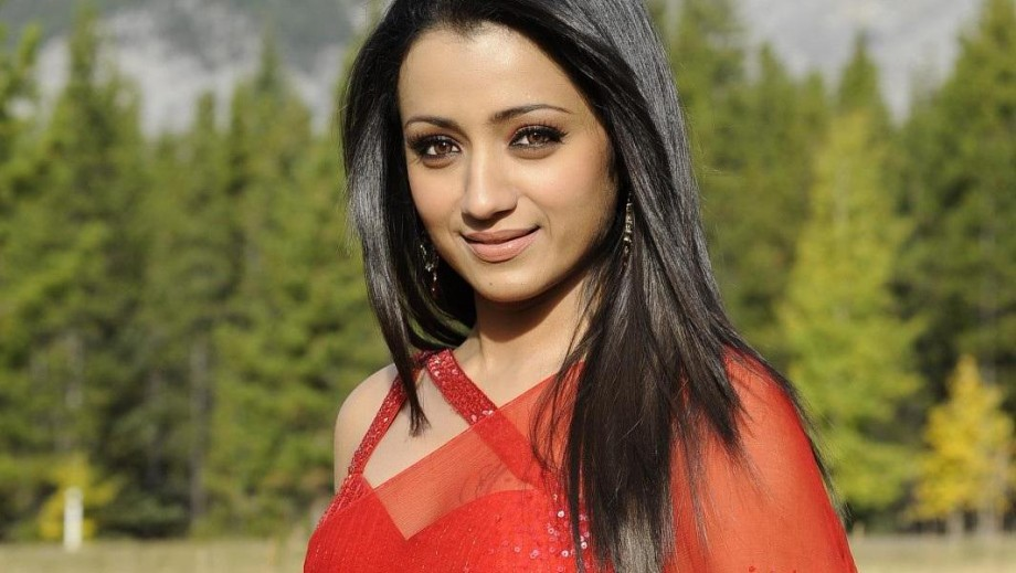 Trisha Krishnan doctored pictures leads to arrest warrant against her mother