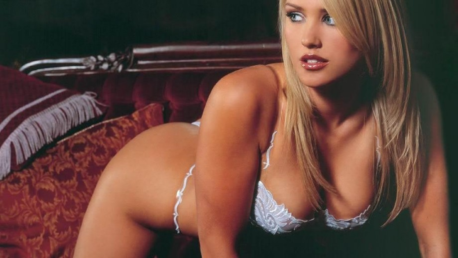 When will Nicky Whelan land the big Hollywood leading lady role?