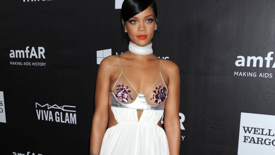 Who is Rihanna dating?