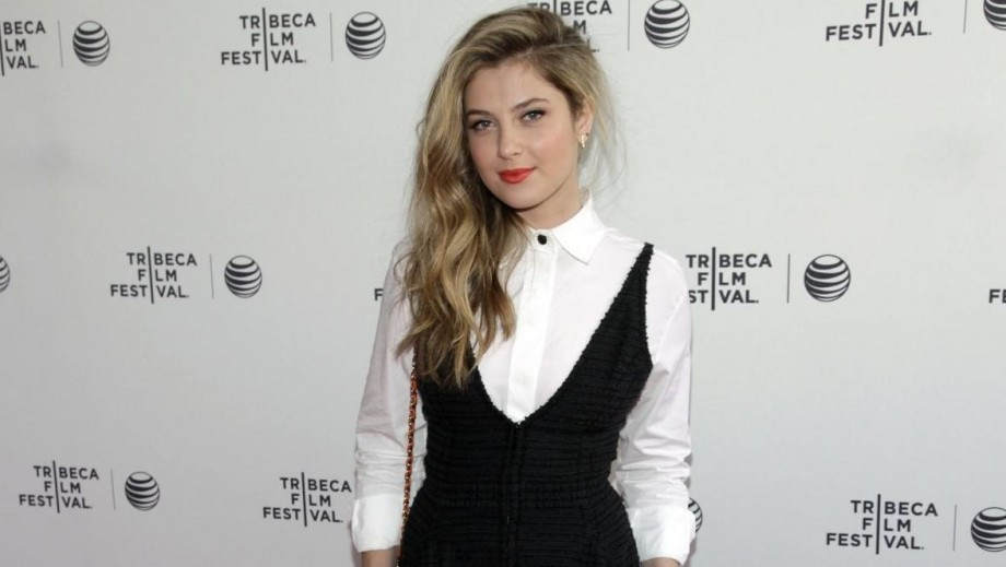 "Zoe Levin pic rocks 'Interview' as ""Red Band Society"" buzz begins"