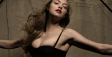 Amanda Seyfried takes break from movies to star in play