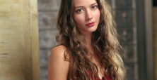 Amy Acker turns into 'hot' Hollywood tv star thanks to