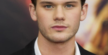 Jeremy Irvine admits to getting agents angry over rejection of parts