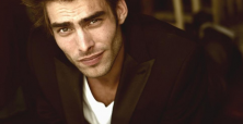 Jon Kortajarena shines at Elton John post-Oscar party