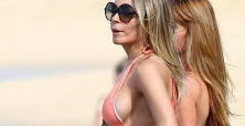 LeAnn Rimes heats up parking lot in Daisy Dukes with husband