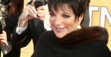 Liza Minnelli shows daring and class at 2014 Oscar Awards