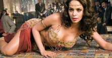Mallika Sherawat stays in spotlight as guest on 'Comedy Nights with Kapil'