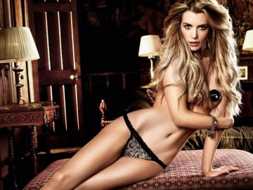 Elle Liberachi in Fred & Ginger lingerie is a Xmas gift to fashion fans