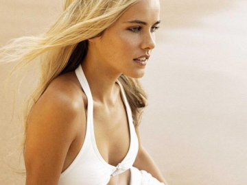 Isabel Lucas turns heads in