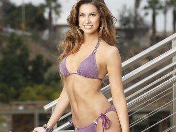 Katherine Webb stuns fans with Carl Jr. burger 'biting' revelation