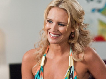 Nicky Whelan reminds us of her youth with flashback photos as career strengthens