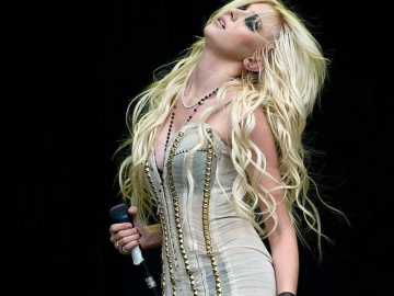 Taylor Momsen to judge an adult website's theme song contest