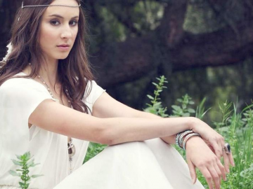 Troian Bellisario becomes glamorous and risque for Schonn magazine