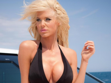 Victoria Silvstedt grabs the Internet's attention with her lingerie line