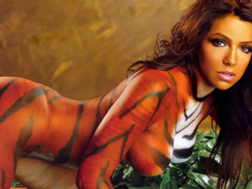 Vida Guerra in silver body paint hints at return to urban model supremacy