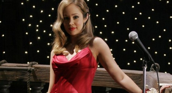 Autumn Reeser can also sing